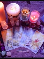 Tarot reader with a specialty in Love and Relationships.